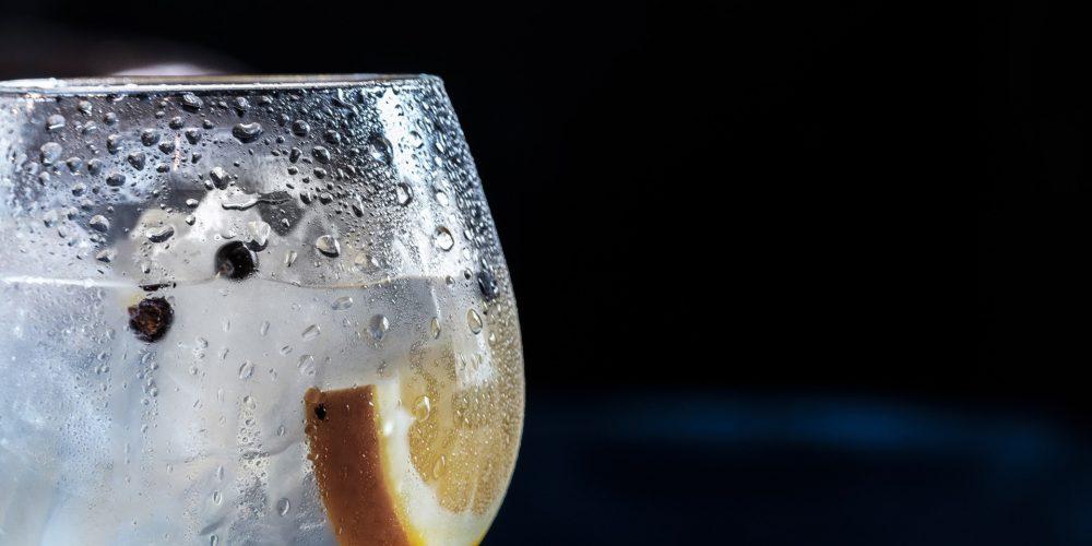 Dokonale čistá voda z kohoutku? Prozkoumejte filtry reverzní osmózy!