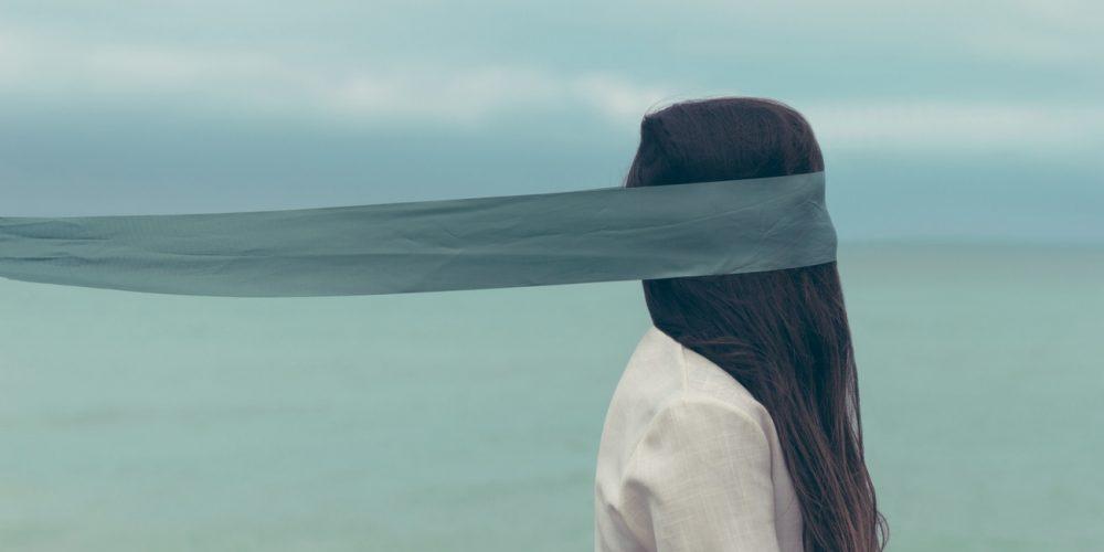 Odhalte tajemství intenzivnějšího prožívání života. Naučte se, jak vyladit své smysly: zrak, hmat a sluch.
