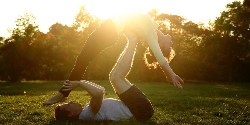 Partnerská jóga versus Akrojóga – z které budete mít větší radost?