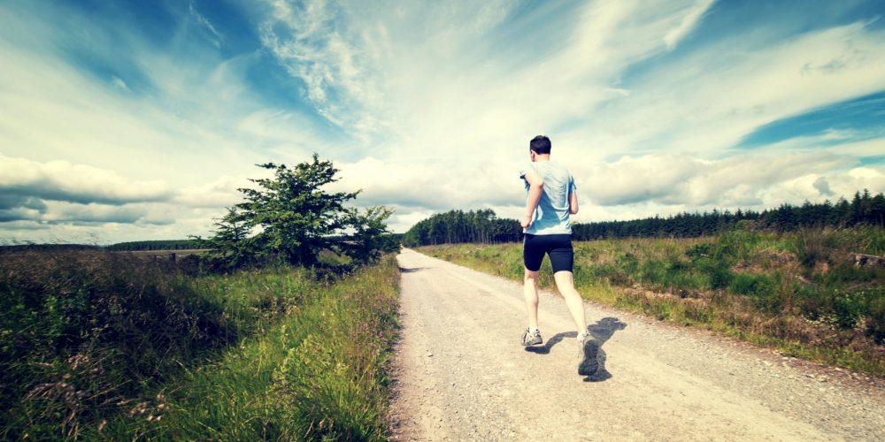 Cesta k dokonalému zážitku ze sportu vede přes souhru mysli a těla. Tomáš Reinbergr, kouč a autor online kurzu Vědomý sport, odhaluje, jak na to.